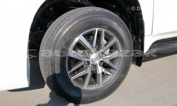 Buy Import Toyota Prado White Car in Import - Dubai in Akmecet