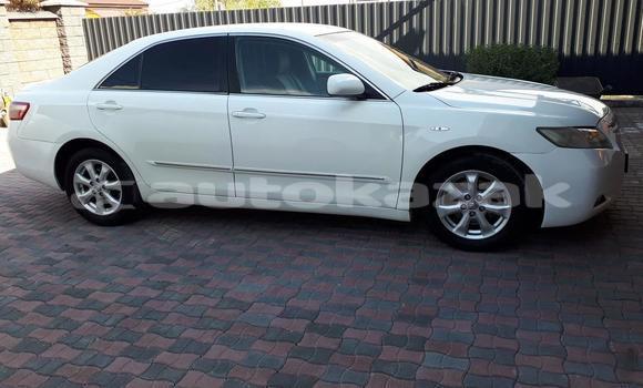 Buy Used Toyota Camry White Car in Almaty in Almati